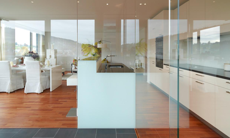 Wohnen mit glas glasvetia - Glastrennwand wohnbereich ...