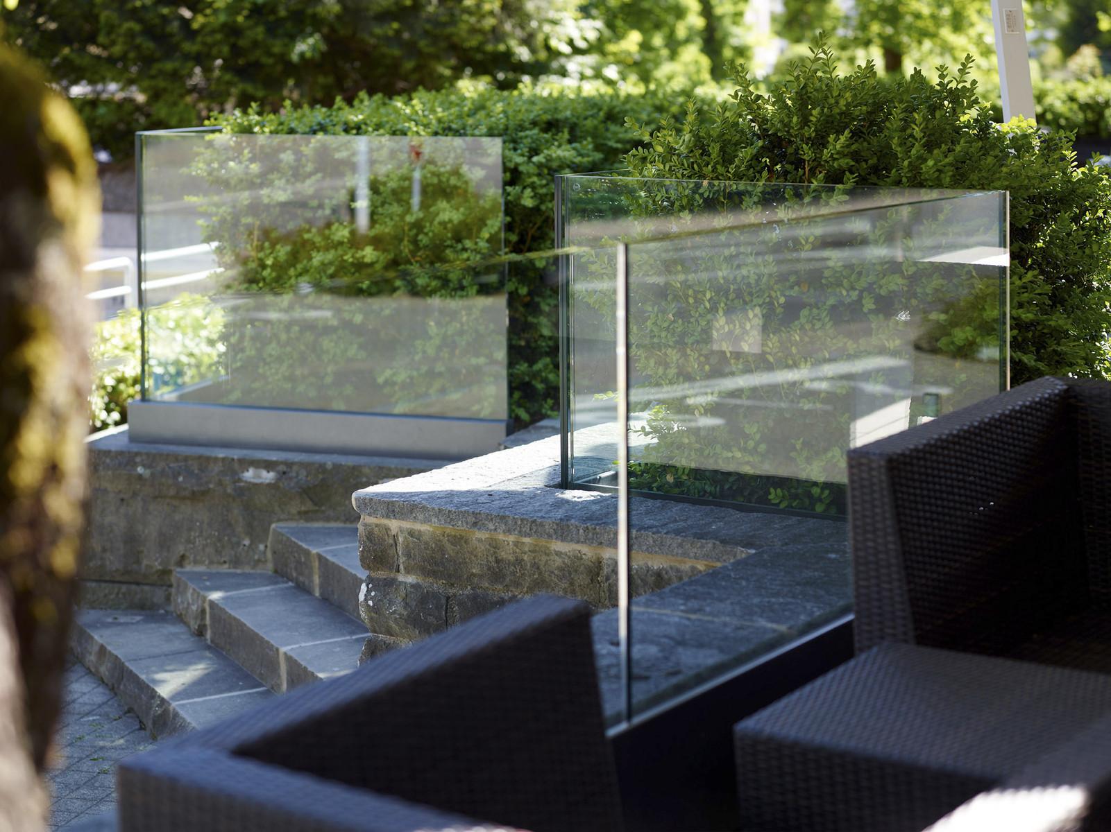 Windschutz Aus Glas Fur Balkon Terrasse Glasvetia